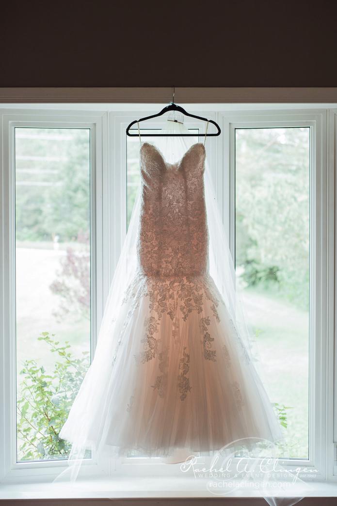Wedding-Dress-Maclaren-Art-Gallery-Wedding