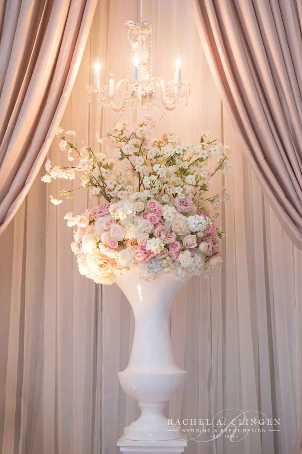 blush-pink-ivory-wedding-fowers