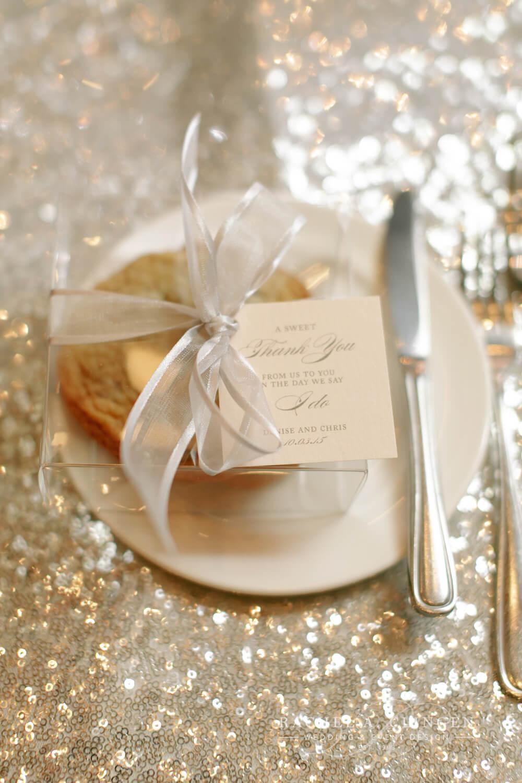 white-wedding-favours