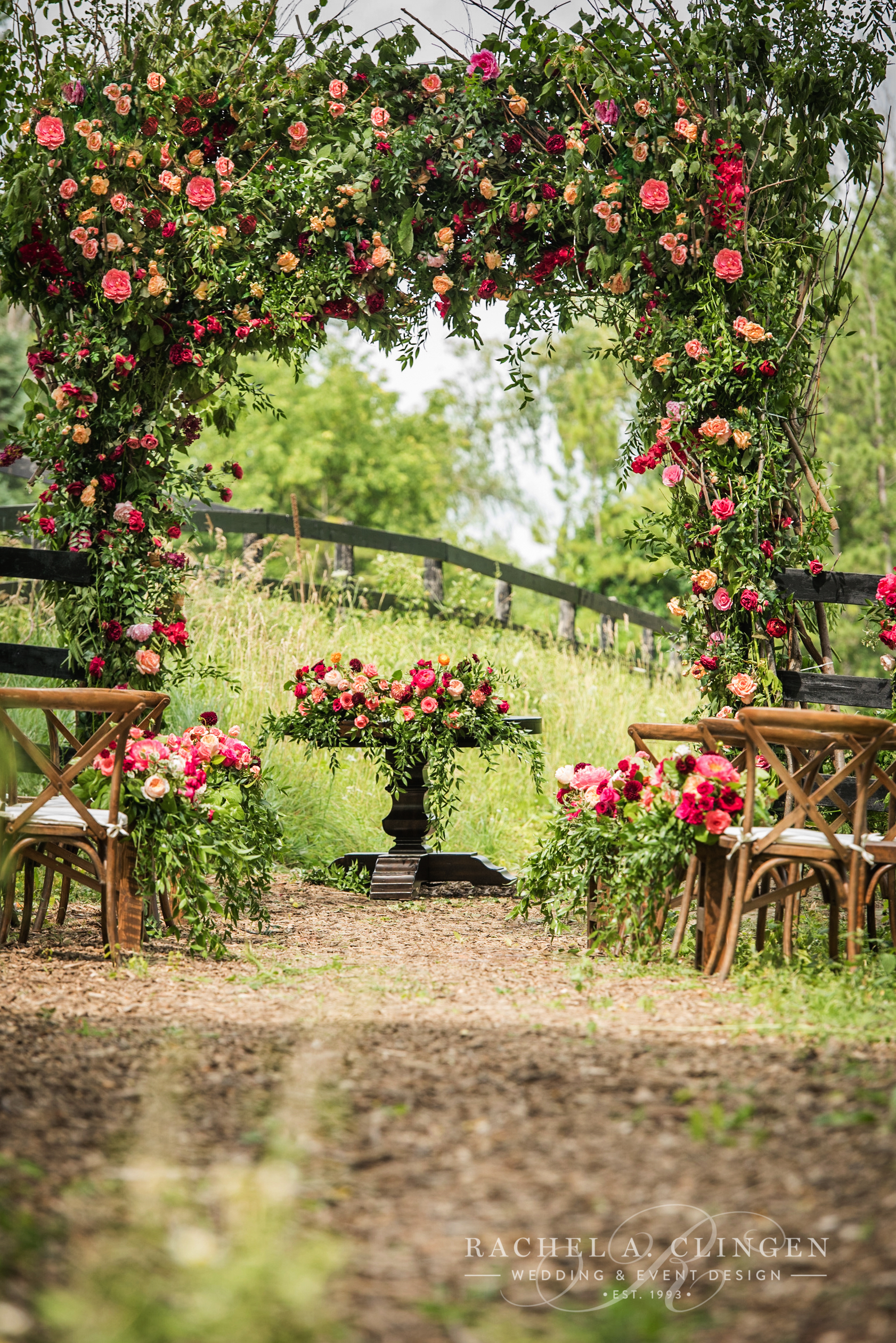 country-wedding-flowers-arch