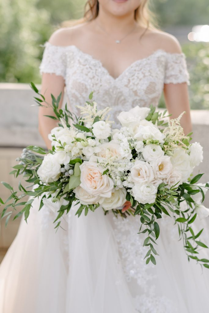 ivory bridal bouquet rachel a clingen 1