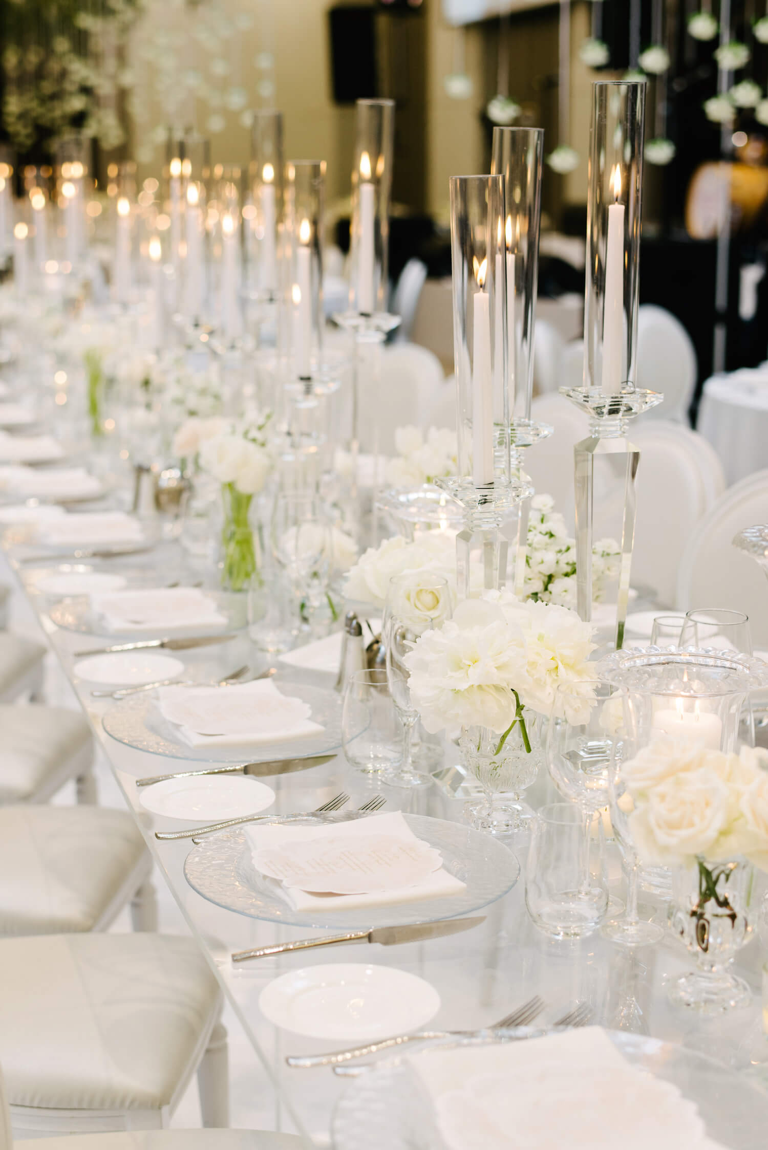 white modern centrepieces 1